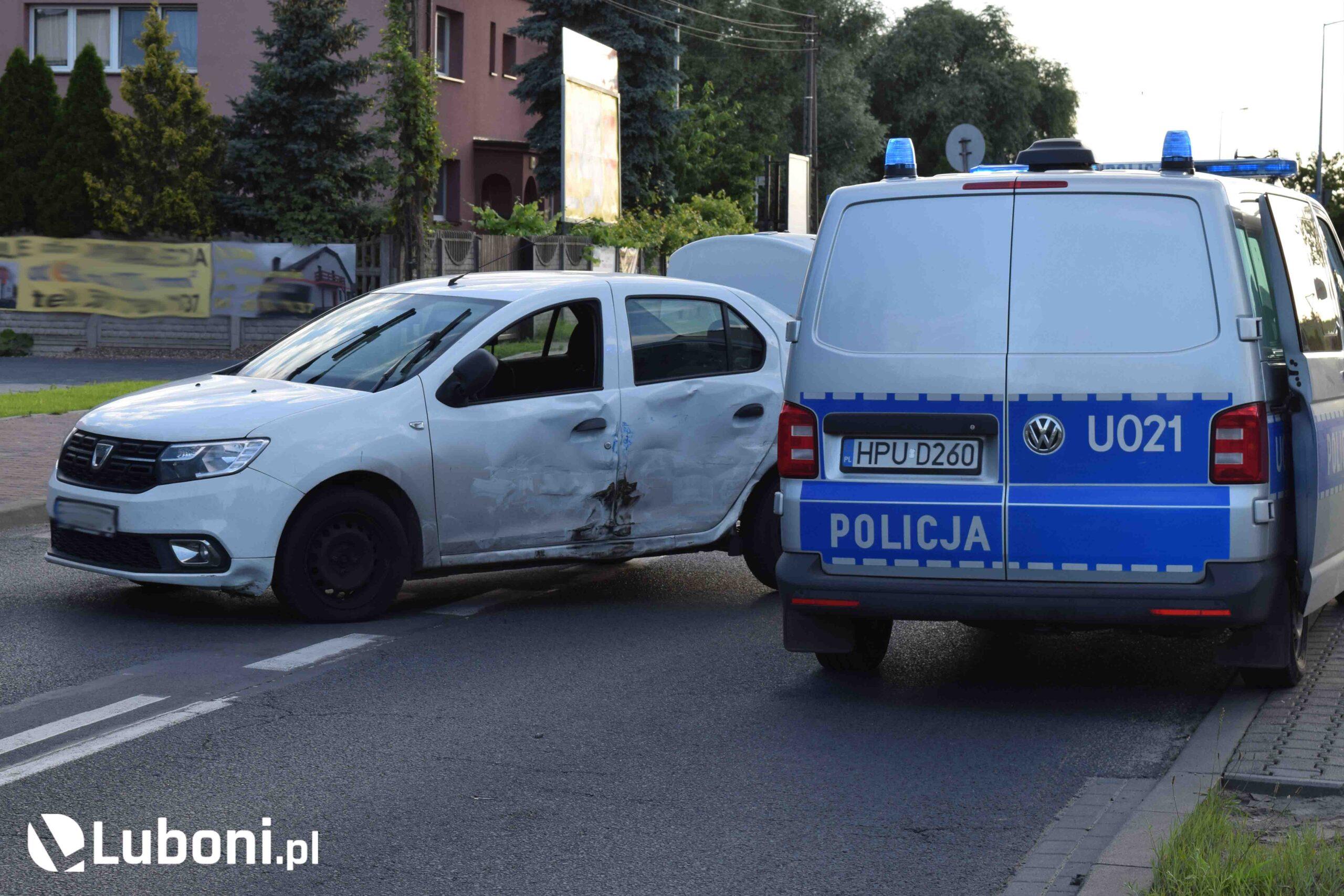 Podczas zatrzymania uciekającego przed pościgiem mężczyzny ruch na ulicy Puszkina w Luboniu wstrzymano