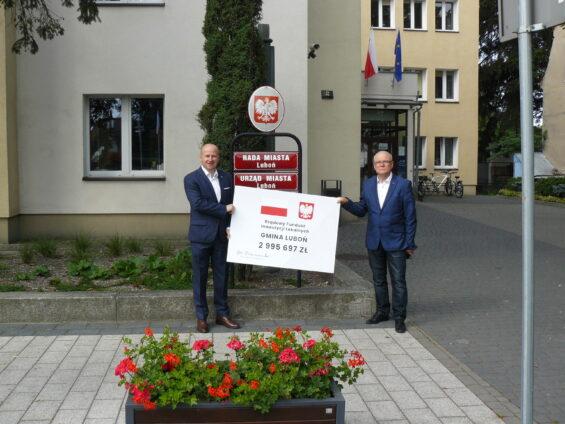 Bartłomiej Wróblewski (z lewej), w towarzystwie sympatyka prezydenta Andrzeja Dudy