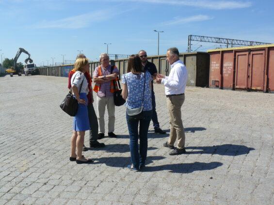 Podczas pierwszej wizji w terenie – na rampie kolejowej, przy ul. Armii Poznań