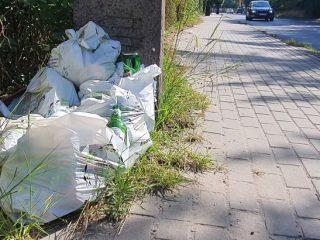 Podrzucone odpady przy ul. 11 Listopada.