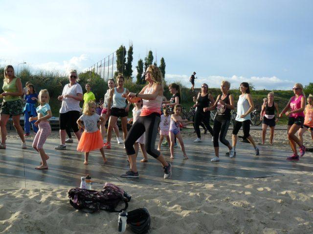 Zumba na plaży miejskiej w Luboniu